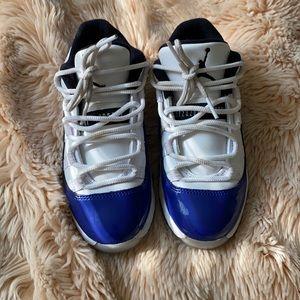 Jordan 11 low sneakers